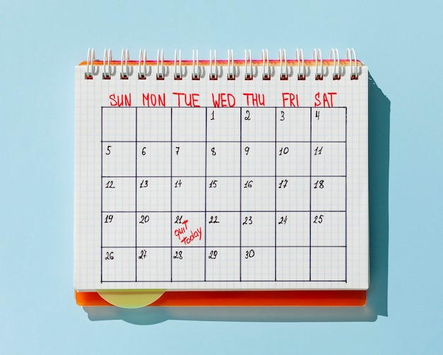 Top view calendar with quit today message Free Photo