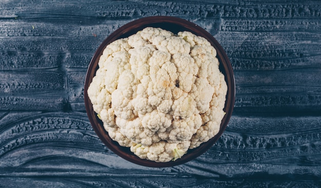 Top view cauliflower in bowl on dark wooden background. horizontal Free Photo