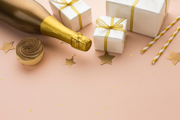 Top view champagne bottle with gifts Free Photo