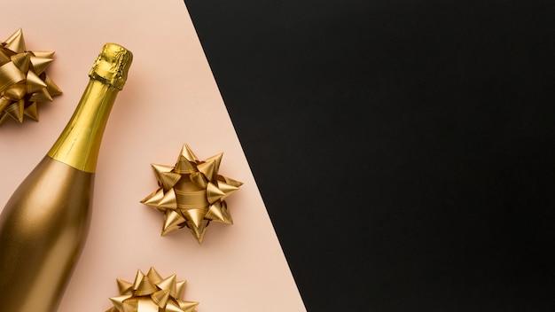 Вид сверху бутылка шампанского Бесплатные Фотографии
