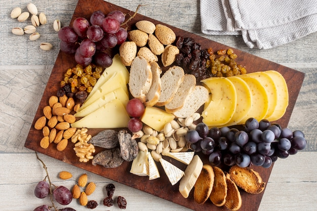 Top view cheese with grapes and nuts Free Photo