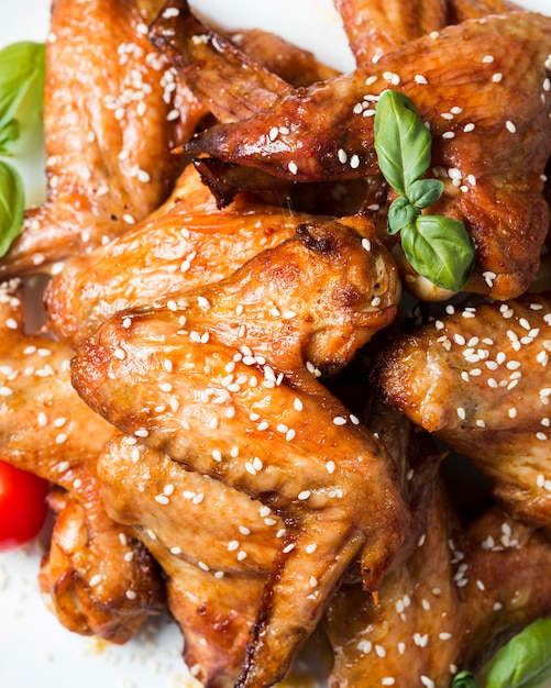 Top view chicken wings on plate with sesame seeds Free Photo