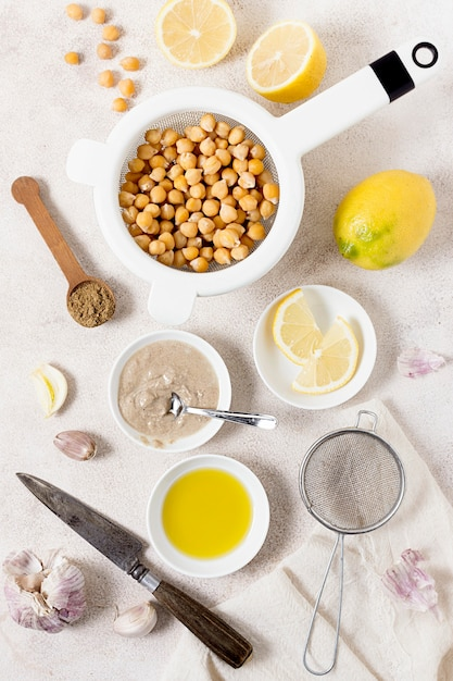 Top view of chickpeas with lemon and garlic Free Photo