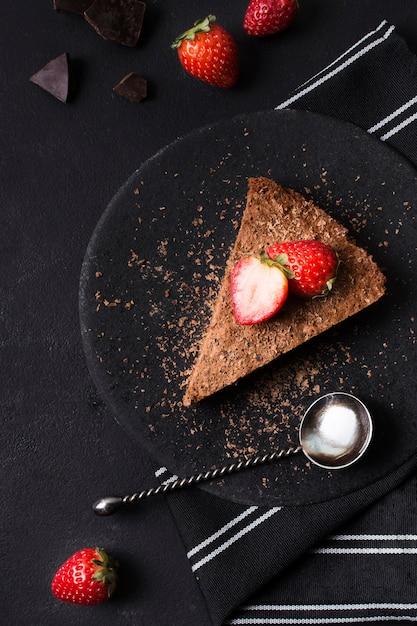 提供する準備ができているチョコレートケーキのトップビュー 無料写真