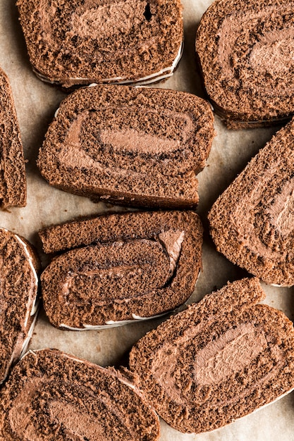 トップビューチョコレートロールケーキスライス 無料写真