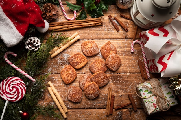 Top view christmas cookies with wooden background Free Photo