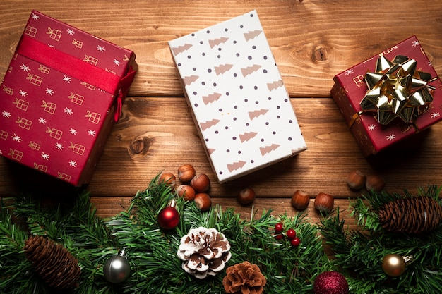 Top view christmas gifts with wooden background Free Photo