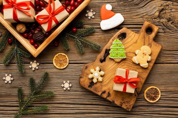 Assortimento di biscotti di panpepato natalizio vista dall'alto Foto Gratuite