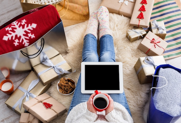 상위 뷰 크리스마스 온라인 쇼핑 프리미엄 사진