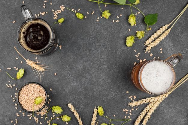 ビールと上面図円形フレーム Premium写真