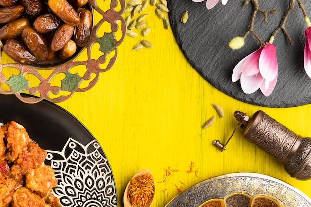 食べ物と花の上面図円形フレーム 無料写真