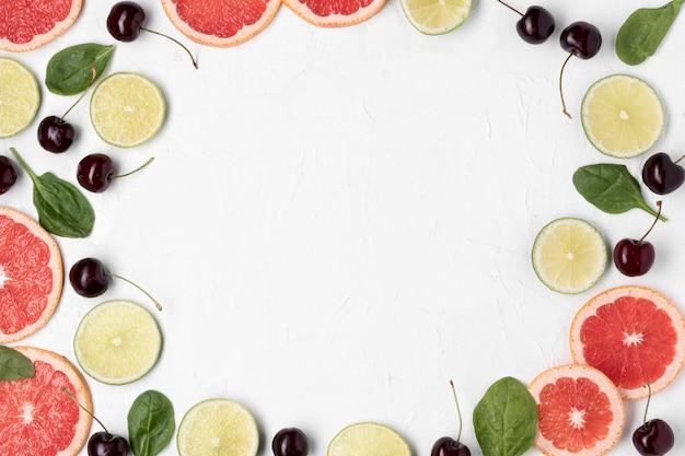 Cornice circolare vista dall'alto con frutti Foto Gratuite