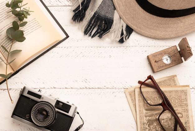 旅行アイテム付き平面図円形フレーム 無料写真