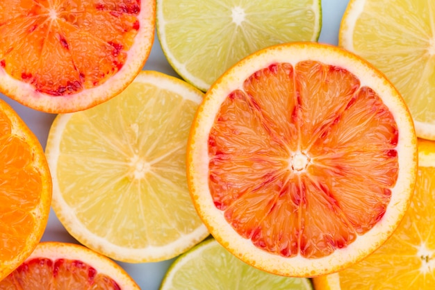 Top view citric fruit slices on the table Free Photo
