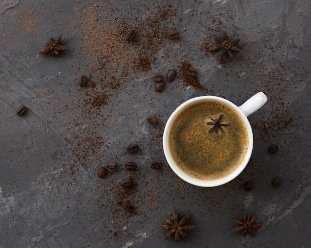 Top view coffee cup with anise on a table Free Photo