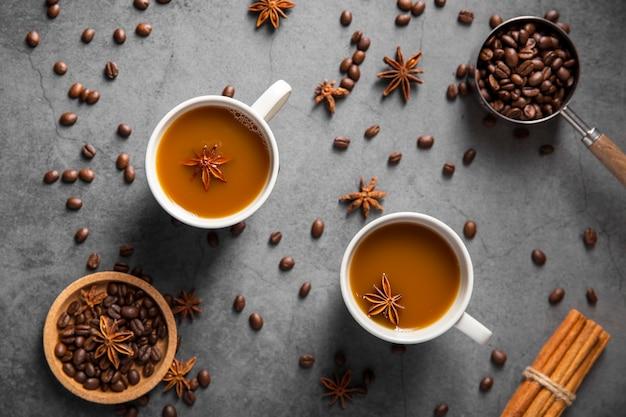 Вид сверху кофейные чашки с ингредиентами Бесплатные Фотографии