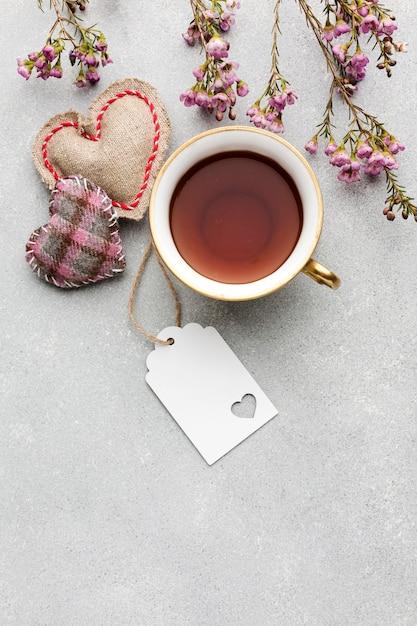 トップビューコーヒーマグカップとささやかな贈り物 無料写真