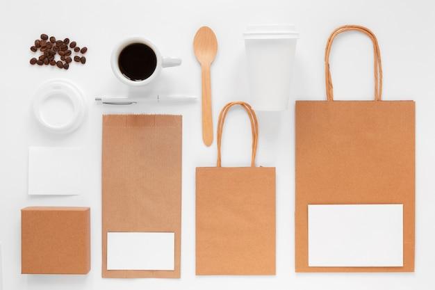白い背景の上のビューのコーヒーショップのブランドの品揃え 無料写真