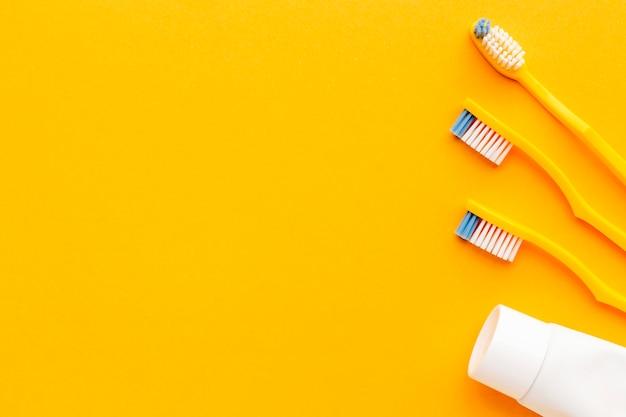 コピースペース付き歯ブラシのトップビューコレクション 無料写真