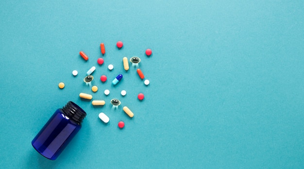 Вид сверху красочные таблетки с копией пространства Бесплатные Фотографии