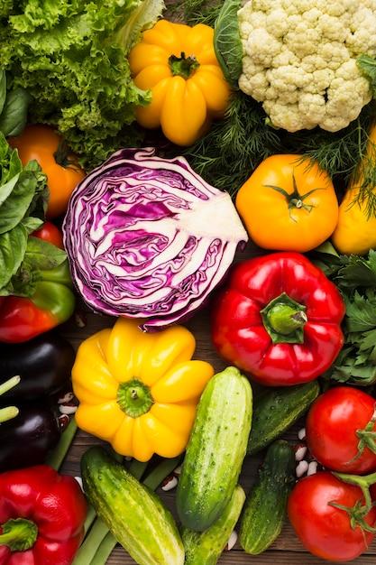 トップビューのカラフルな野菜の品揃え 無料写真