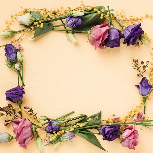 Top view colorful wreath of roses Free Photo