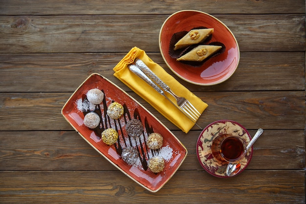 Top view of cookie balls and pakhlava served with tea Free Photo