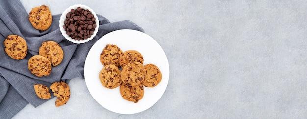 布の上から見るクッキー Premium写真