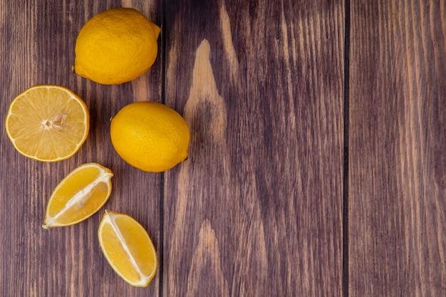 Вид сверху копией пространства лимонов на фоне дерева Бесплатные Фотографии