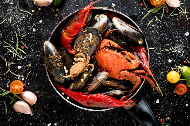 Top view of crab and mussels in pan with shrimp Premium Photo