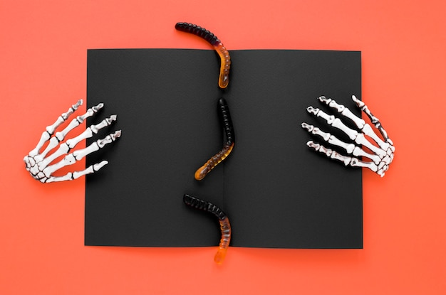 Top view creepy skeleton hands for halloween Free Photo