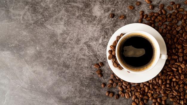 Вид сверху чашка кофе с копией пространства Premium Фотографии