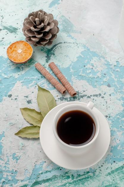 水色の表面にお茶のトップビューカップ 無料写真