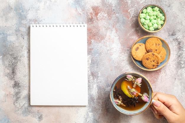 お菓子とお茶のトップビューカップ 無料写真