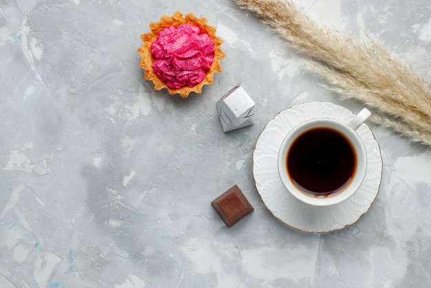 Top view of cup of tea hot with chocolate and cake on light, cookie candy chocolate tea Free Photo