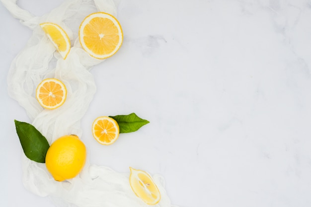 Top view cut lemons Free Photo