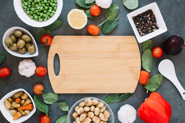 Top view of cutting board with cherry tomatoes and spinach Free Photo