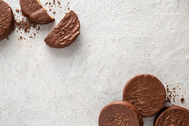 Vista dall'alto di deliziosi biscotti alfajores Foto Gratuite