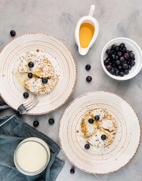 Вид сверху вкусный завтрак готов быть подан Бесплатные Фотографии