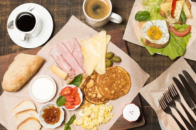 Top view delicious breakfast Free Photo