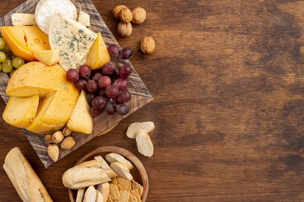 Вид сверху вкусный сыр с копией пространства Бесплатные Фотографии
