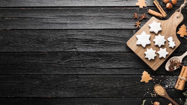 トップビューおいしいクリスマスジンジャーブレッドクッキー Premium写真