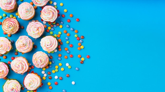 Top view delicious cupcakes Free Photo