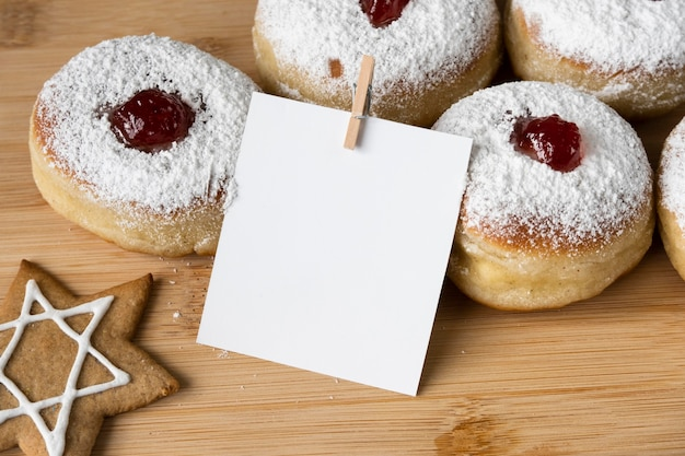Вид сверху вкусные пончики с копией пространства для варенья Бесплатные Фотографии