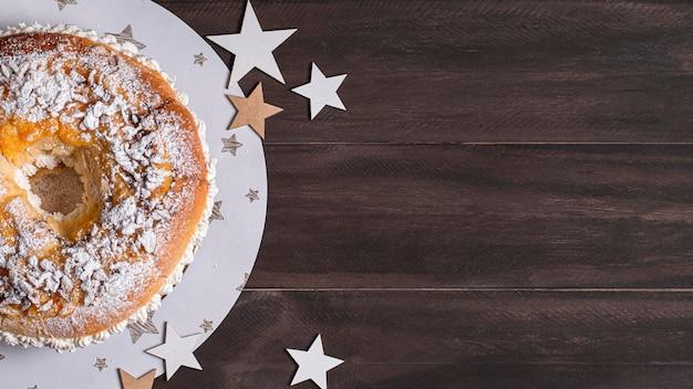Vista dall'alto delizioso cibo del giorno dell'epifania con lo spazio della copia Foto Gratuite