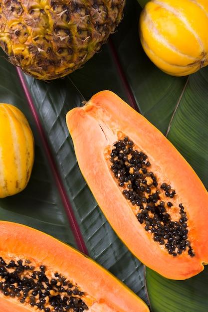 Вид сверху вкусных экзотических фруктов на столе Бесплатные Фотографии