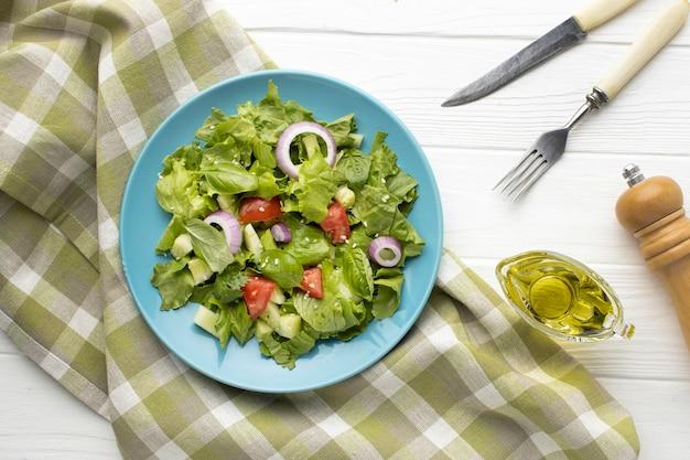 トップビューおいしい新鮮なサラダ Premium写真