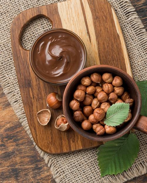Vista dall'alto del delizioso cioccolato alla nocciola Foto Gratuite