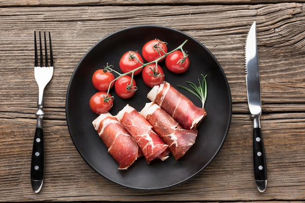 Top view delicious meat with tomatoes on the table Free Photo