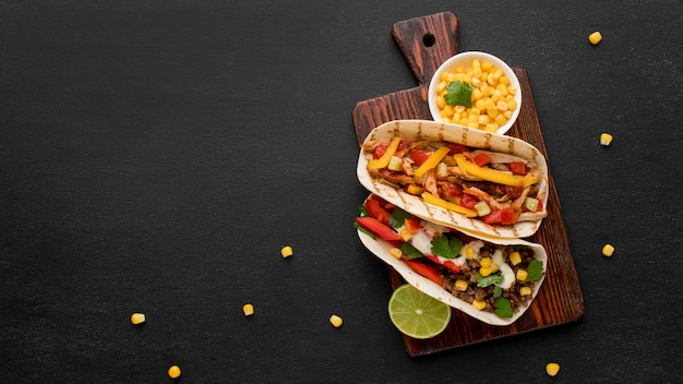 トップビューコピースペースと美味しいメキシコ料理 無料写真